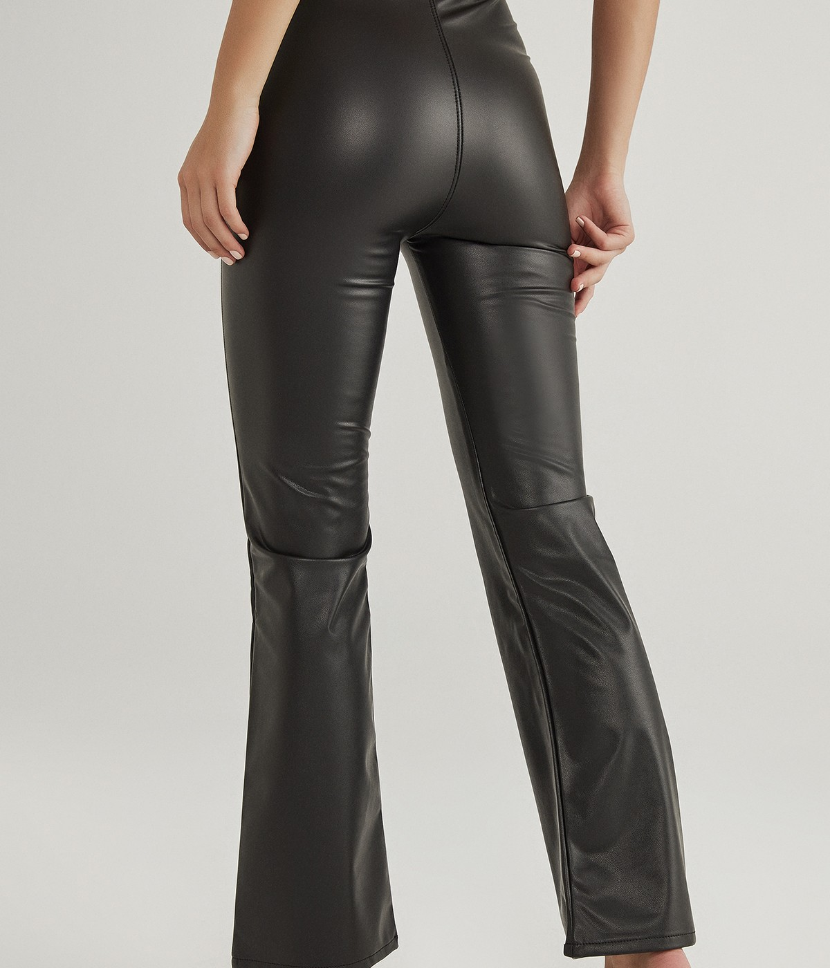 Pantaloni Leather Look Flare
